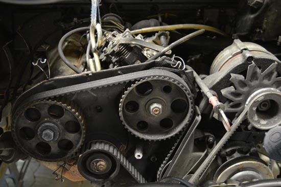Motor Innenraum mit Zahnriemen